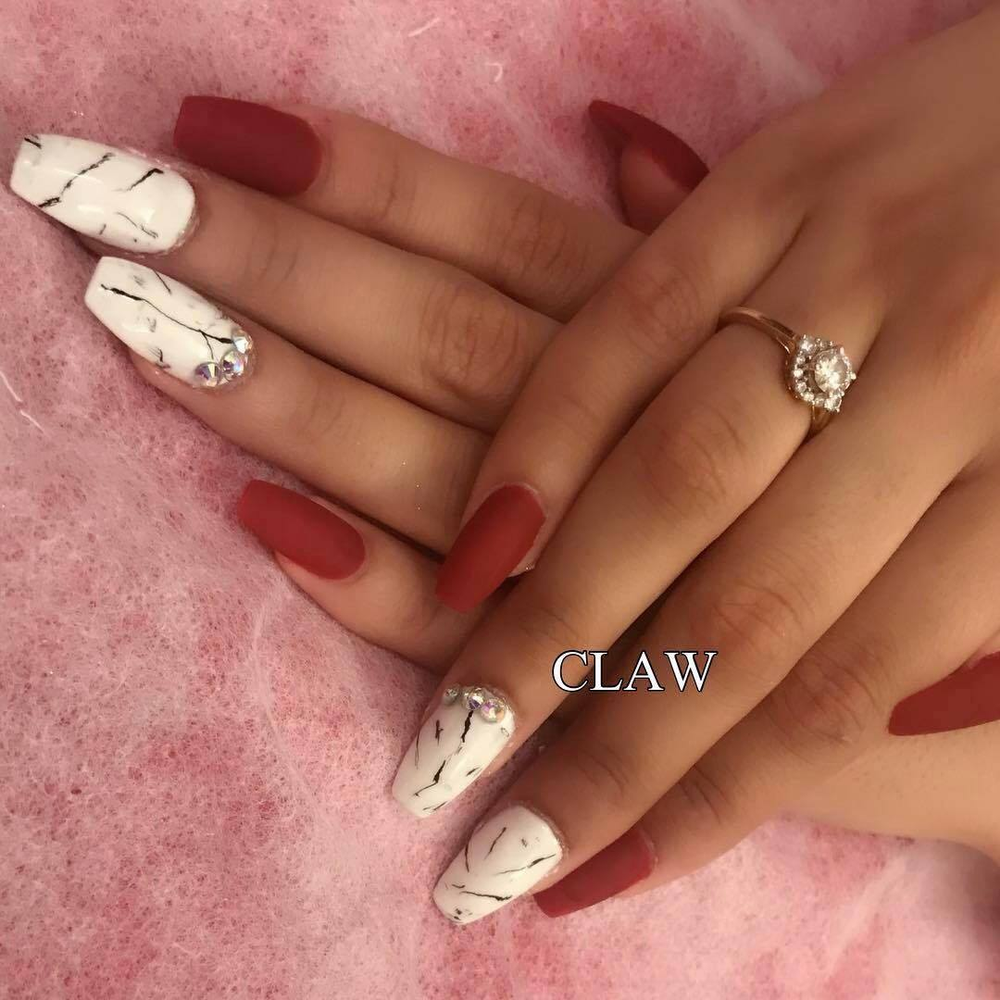 <p>This nail art design is by Claw.</p>
