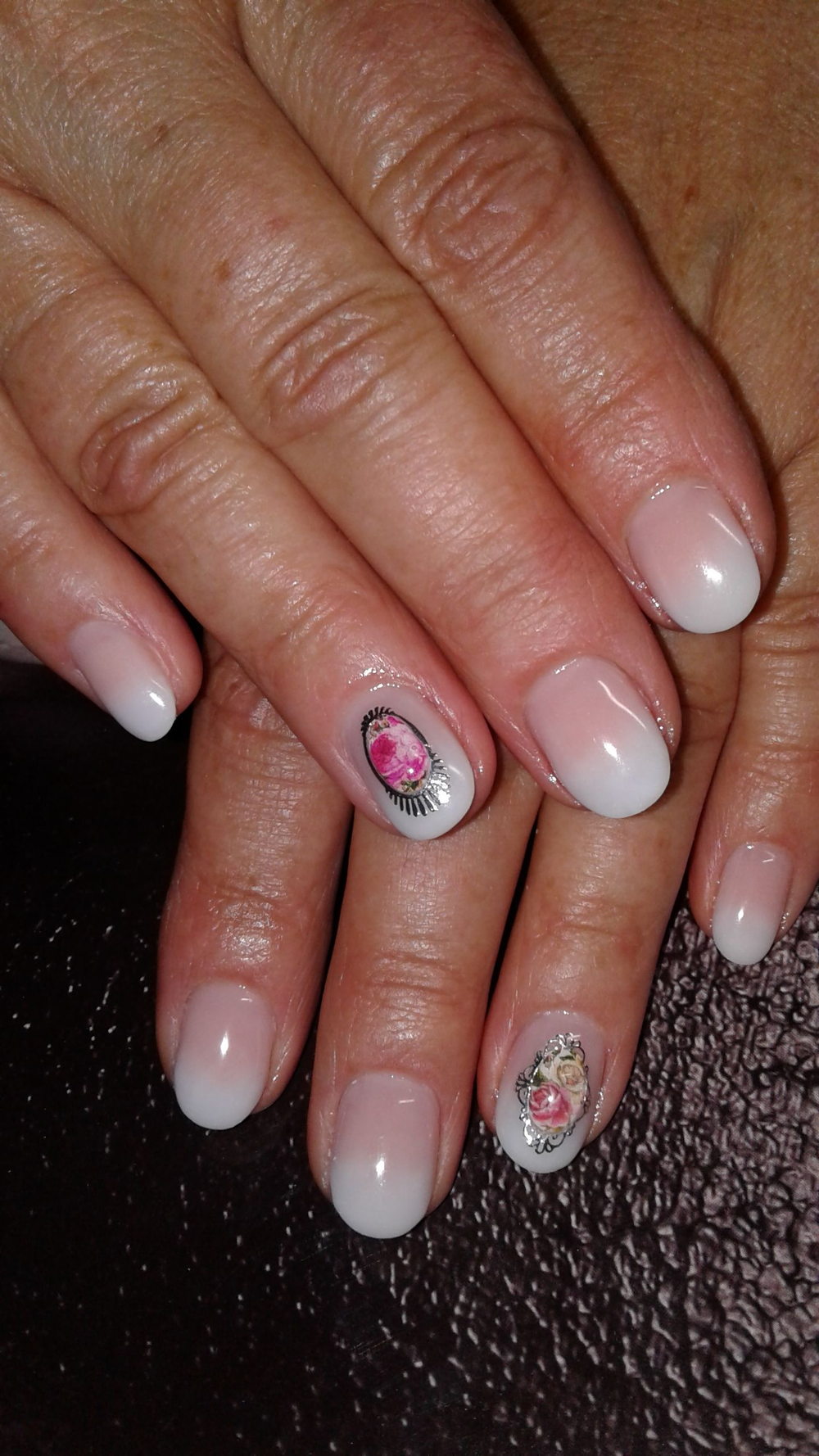 <p>At Nagelatelier Exquisit, older clients typically opt for oval-shaped classic looks with minimal nail art.</p>