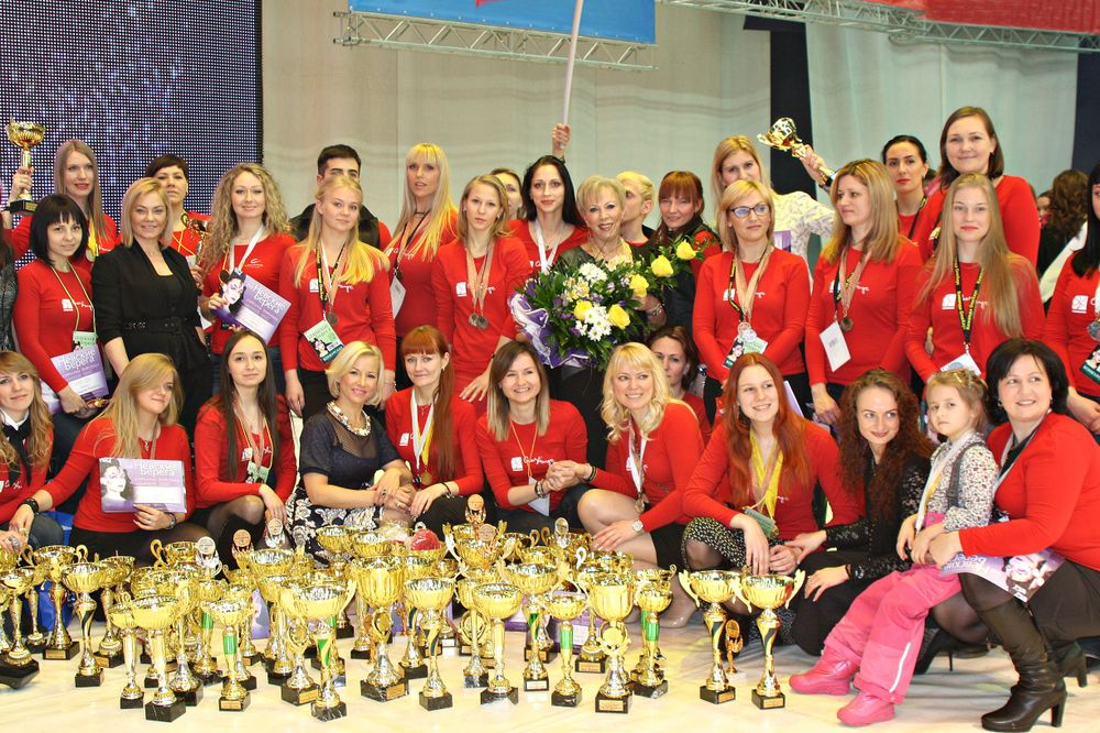 <p>Russian nail techs have proven themselves strong competition contenders. Here is the OleHouse team at the 2015 Nevskie Berega nail championship.</p>