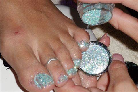 Young nails glitter toes technique nails magazine young nails glitter toes prinsesfo Images