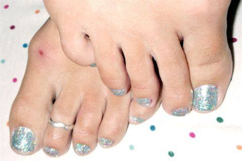 young nails glitter toes   technique   nails magazine