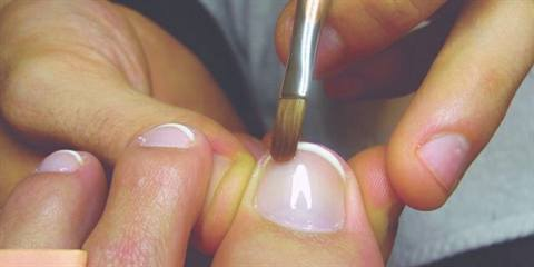 I Do French Manicures Diffe Than Most Techs And It S Just Something Ve Done Since Beauty School Instead Of Swiping The Polish From One Side