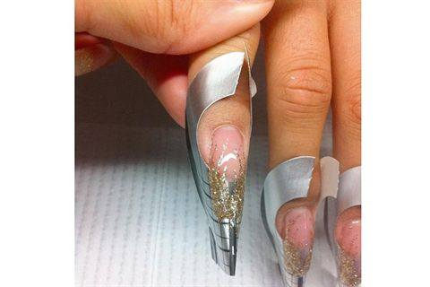 Perfect Lines on Gels for Nail Art - Style - NAILS Magazine