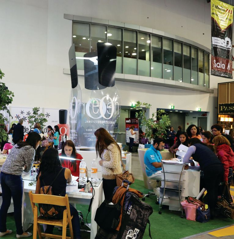 <p>Expo Beauty Show (EBS) attendees watch demos by the Eon divison of Jalisco, Mexico-based nail manufacturer Organic Nails. Photo by Expo Beauty Show</p>