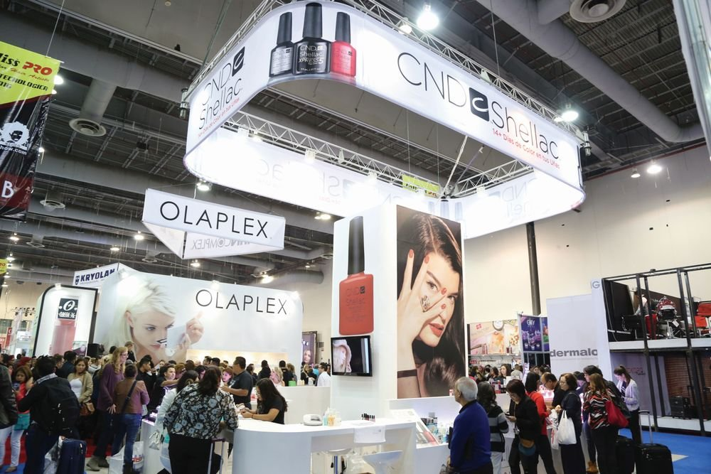 <p>At EBS, CND is on trend to feature a bright red on its booth signage, as bold colors are popular south of the border. Photo by Expo Beauty Show</p>
