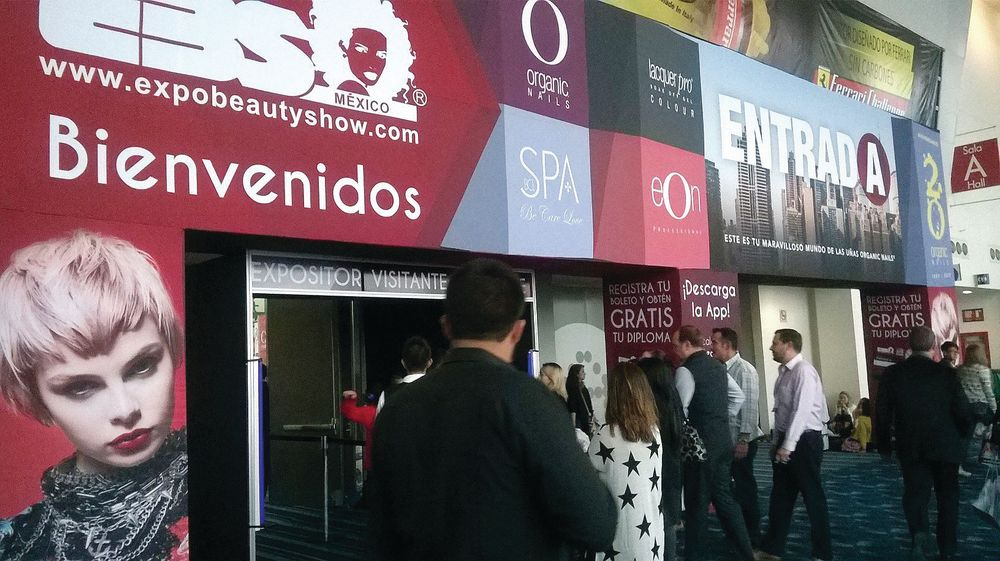<p>Attendees are welcomed to EBS. Photo by Expo Beauty Show</p>