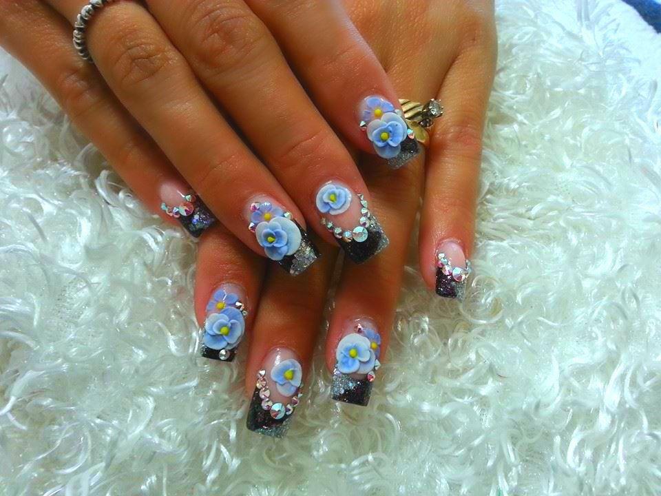 <p>Nail tech Triana Ramirez created this Sinaloense style nail design.&nbsp;</p>