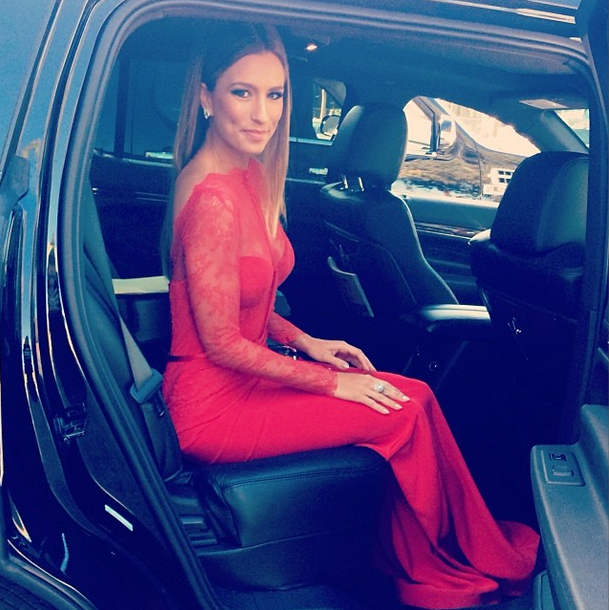 <p>Renee Bargh's polish packed a subtle gold punch for the SAG Awards. Image via @reneebargh.</p>