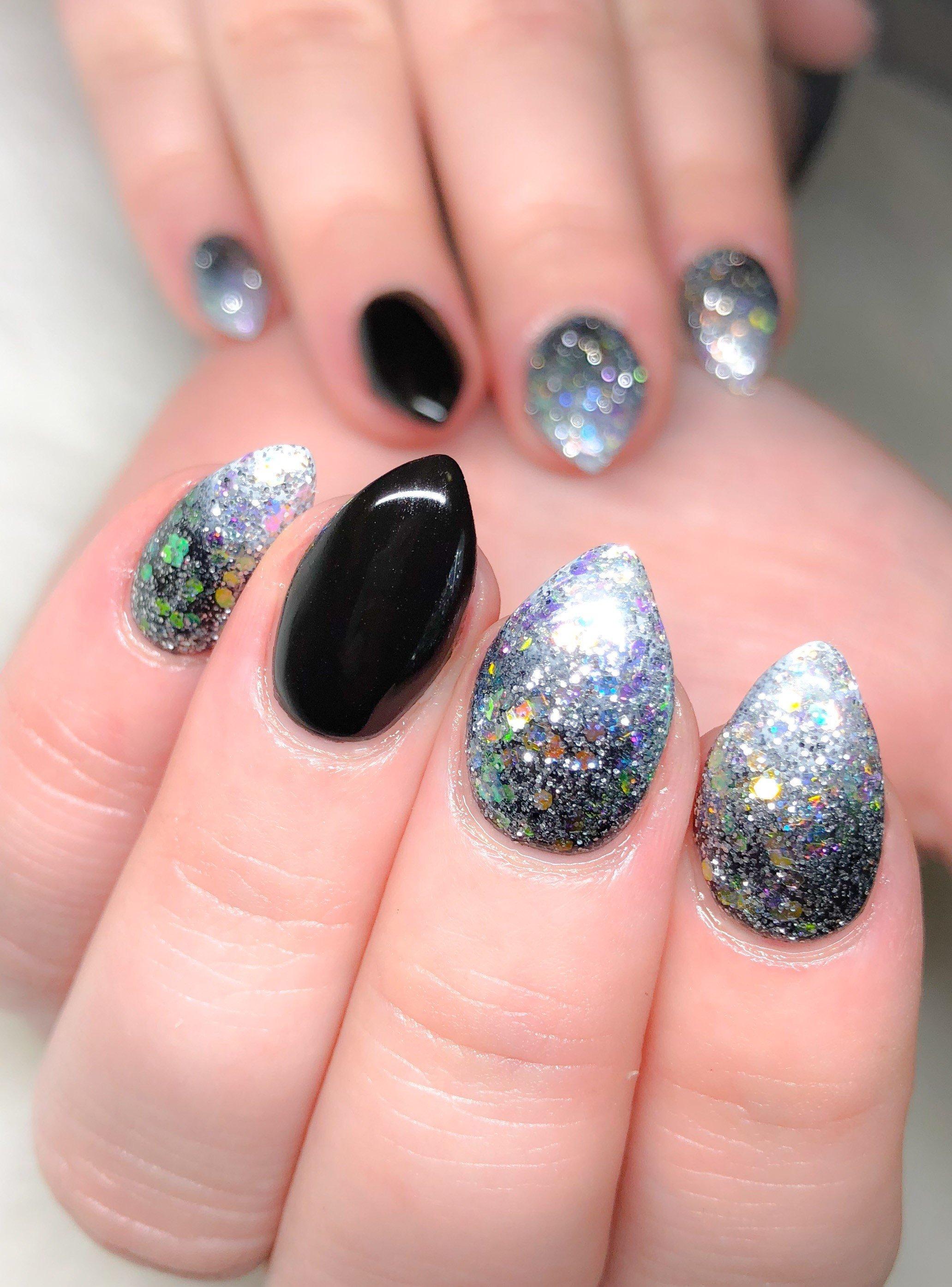 Day 3: Glitter and Dreamcatcher Nail Art