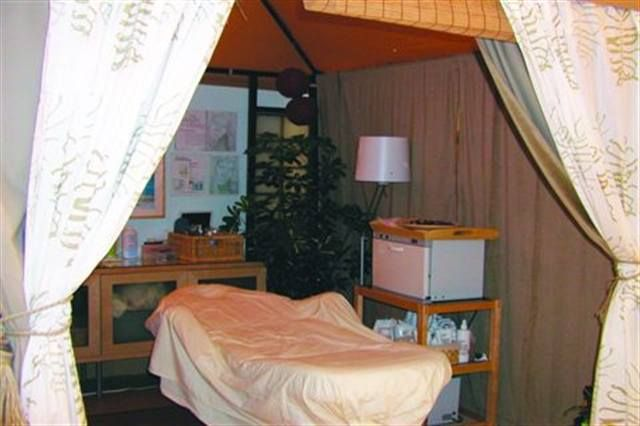 <p>At AQ Nail Spa in Studio City, Calif., the waxing area is made private via two layers of dividers. The four waxing area borders feature a roll-up &shy;bamboo curtain as an interior liner and a decorated curtain on the exterior.</p>