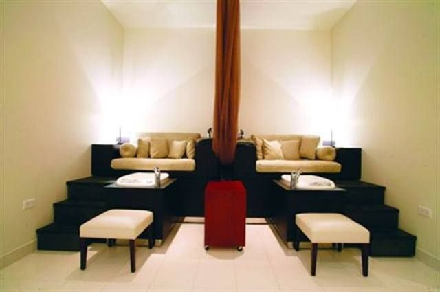 <p>Made of 100% polyester, the drapes in Ville de Coco in Honolulu were custom made in Japan. They hang from the ceiling on a curtain rail and can be tied back with an Oriental-inspired rope.</p>