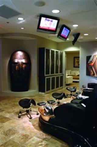 Dr. Jodi Politz didn't feel confident referring her clients for pedicures, so she expanded her office at Mountain Podiatry to include a spa called futzpah118.