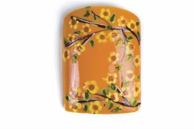 <p>FULL BLOOM Ringwood-Wood's collorful flower nicely complements the all-orange background.</p>
