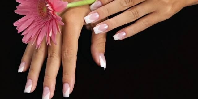 <p>2006: Thackeray&rsquo;s clients began requesting chevron-shaped smile lines after getting a look at these lovely nails.</p>