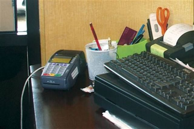 <p>4 DAYS OUT</p> <p>&gt; Collect the 25% deposit from the hostess (generally charged to a credit card).</p>