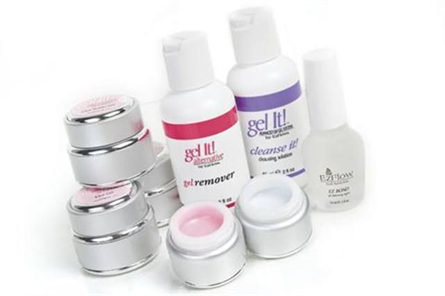 <p><strong>EZ Flow&rsquo;s</strong> Gel It! Alternative is a soak-off system formulated for design and application control. The gel polishes have minimal shrinkage, covering the entire nail evenly without additional sealing, which enables greater control and perfect coverage in only two thin coats. <br /><strong>www.nailsmag.com/fifi/80344</strong></p>