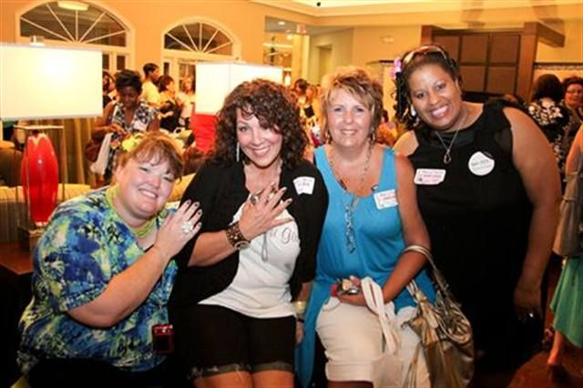 <p>Veteran BeautyTech members (left to right) Holly Schippers, Athena Eliott, Jean Ann Tucker, and Alicia Bryant-Mayes were happy to catch up.</p>