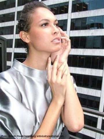<p>Former America&rsquo;s Next Top Model contestant Lisa shows off her nails for the Farah Angsana show; the nails were done with Zoya&rsquo;s Naomi polish by Nail Taxi&rsquo;s Cinnamon Bowser.</p> <p><em>Photography by Al-Karim Powell-Darensburg</em></p>