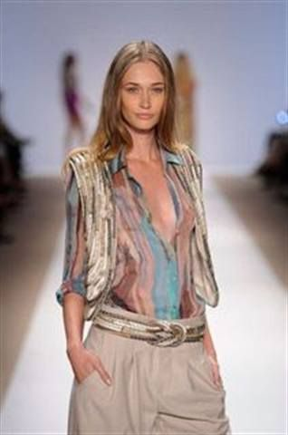 <p>Priti polishes were used to create these warm gold nails as seen on the Carlos Miele runway.</p>