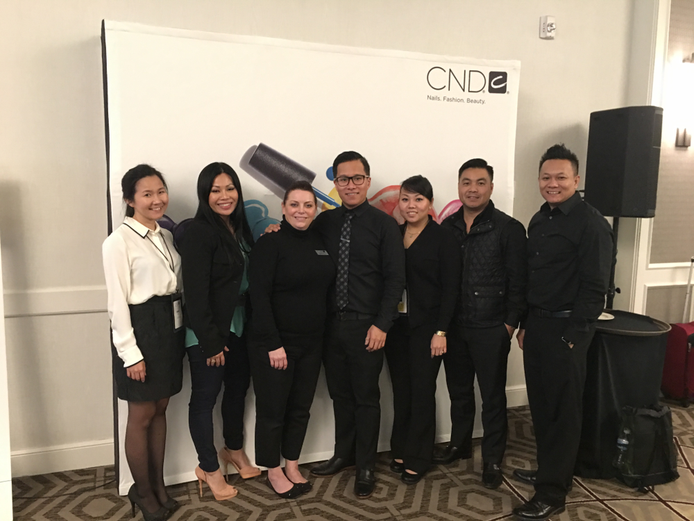 <p>Team Banana Clips: Leaders Shelena Robinson and John Nguyen (3rd and 4th from left), VietSALON's Anh Tran, June Rivera, ThaoLy Pham, Kevin Nguyen, and Tan Nguyen.</p>