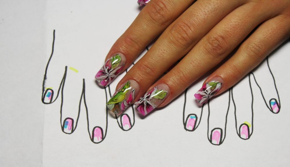 <p>OleHouse student Aslamova Julia won second place in the junior division in the Salon Aquarium Design category at Nevskie Berega 2015 for this nail design.</p>