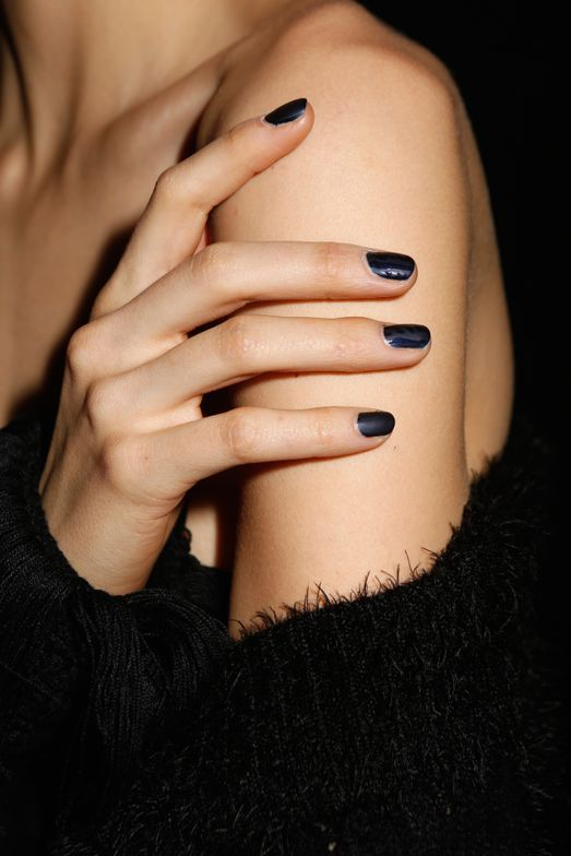 "<p>Rita Remark created a cable knit sweater inspired design on the nails at Jonathan Simkhai by drawing an ""s"" in Gel Setter Top Coat and adding lines</p>"
