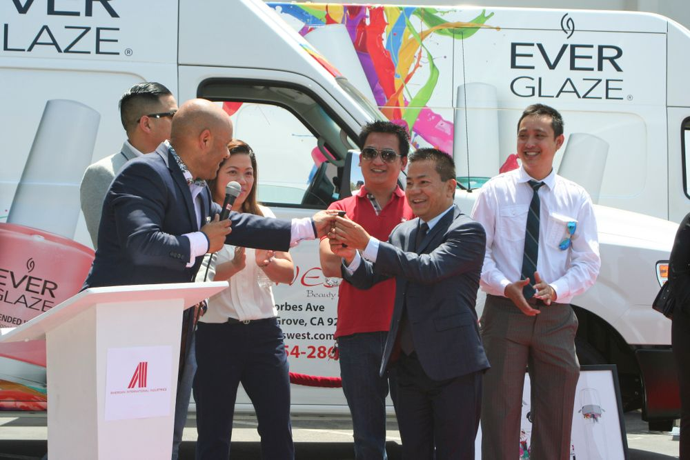 <p>Anderson hands the keys to Tony Hoang of Nails West Supply</p>