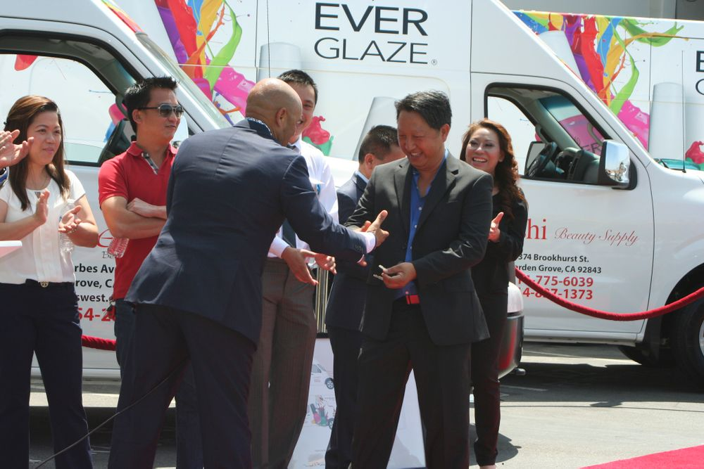 <p>Anderson hands the keys to Kashi Beauty Supply's Bryan Nguyen</p>