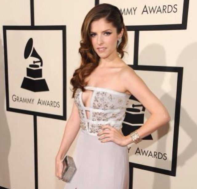 <p>Anna Kendrick wore a modern French mani to the Grammys using Essie's Chinchilly and Ignite the Night. Image via @essiepolish.</p>