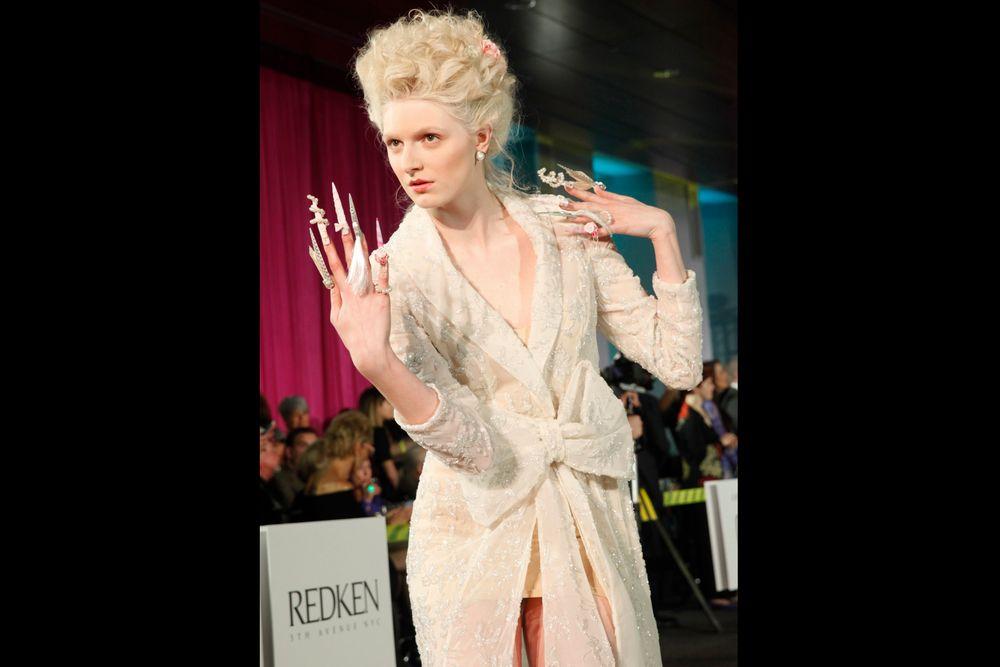 <p>Sarah Elmaz' model on the runway</p>