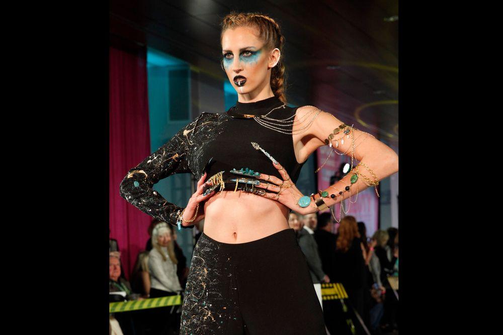<p>Celina Ryd&eacute;n's model on the runway</p>