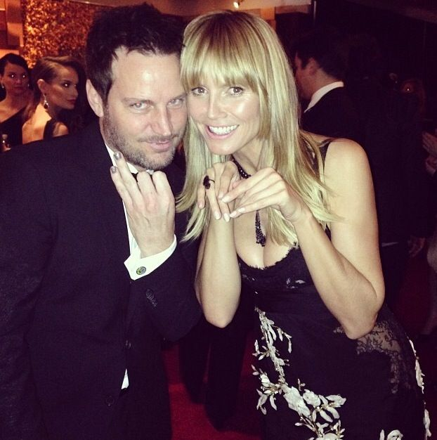 <p>Celebrity manicurist Tom Bachik parties it up with painted nails at the InStyle Golden Globes party with Heidi Klum. Image via @tombachik.</p>