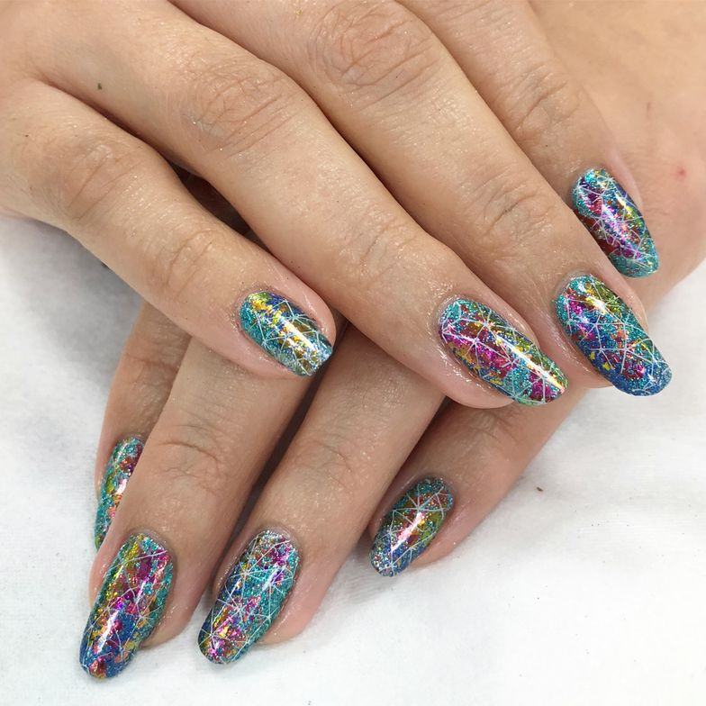 <p>Nails by Holly Schippers using CND Shellac and Wildlowers Robot Dandruff</p>