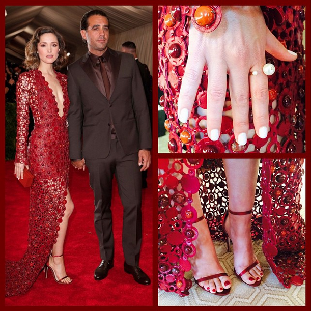 "<p>Rose Byrne wore Essie Marshmallow on hands and Dress to Kilt over Licorice on her toes. Nails by Julie Kandalec. Image via <a href=""https://instagram.com/julieknailsnyc/"">@julieknailsnyc </a></p>"