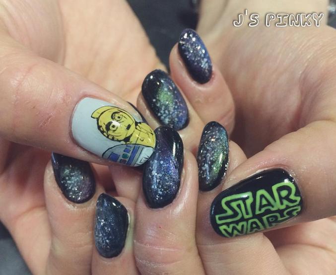 """<p>C3PO nails at <a href=""""https://instagram.com/jspinky22522"""">J's Pinky Nail Salon</a>, Nagoya, Japan</p>"""