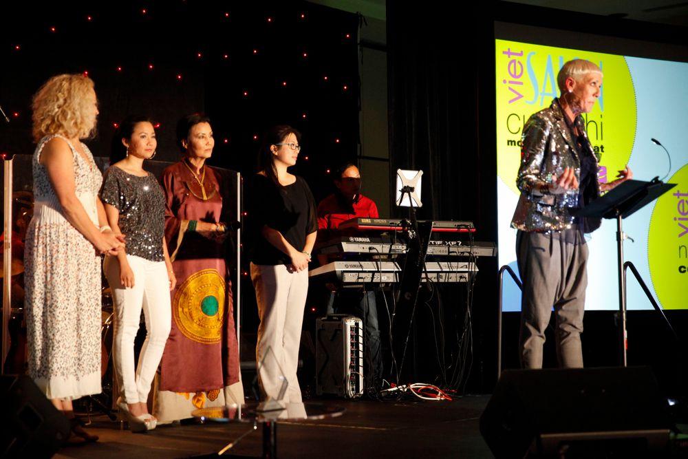 <p>NAILS editor Erika Kotite, VietSALON managing editor Anh Tran, Kieu Chinh, and NAILS/VietSALON senior editor Kim Pham join Jan Arnold on the stage to talk about the VietSALON Nail Artistry Competition</p>