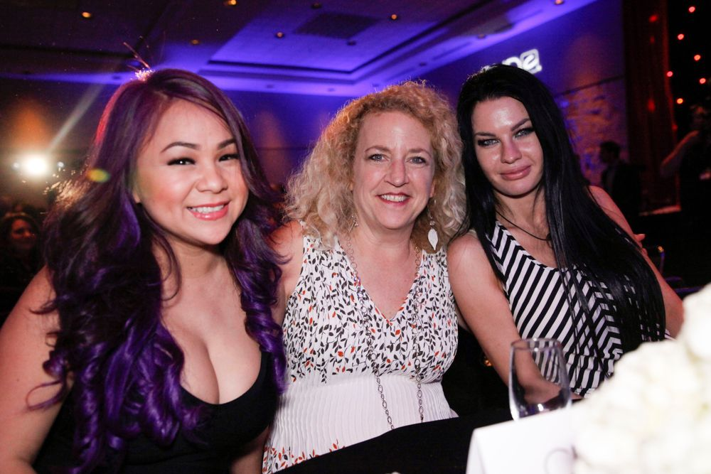 <p>Erika Kotite (center) with VietSALON Nail Artistry Competition finalists Huong Lu and April Ryan</p>