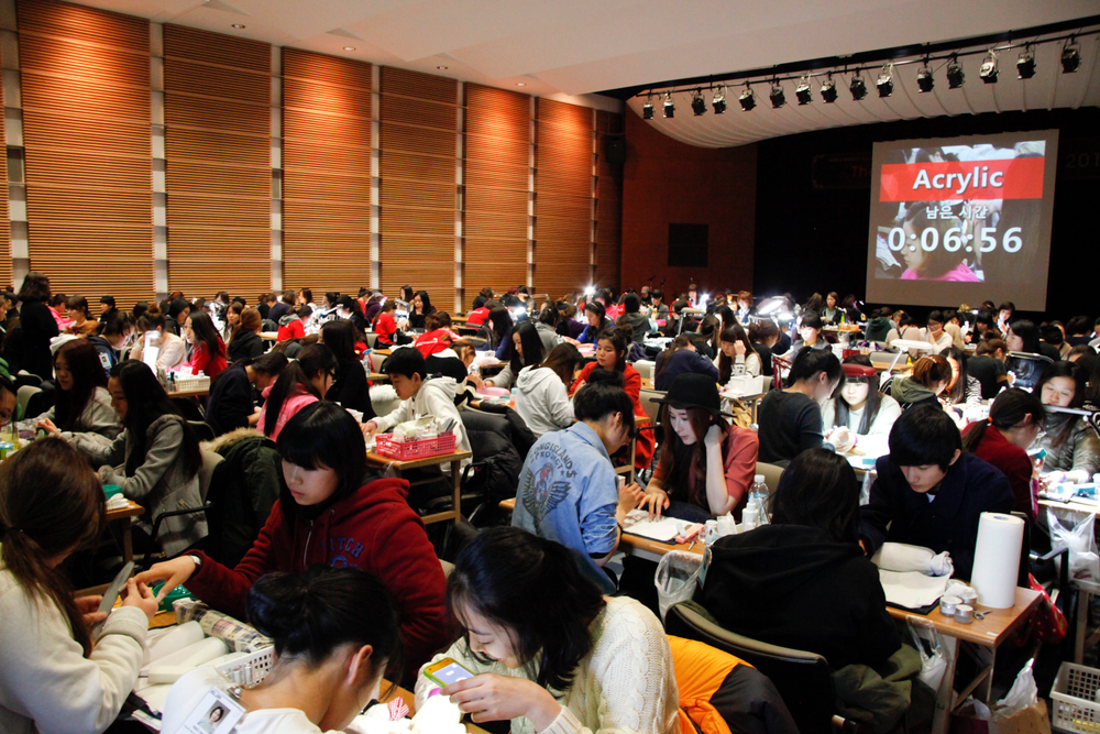 <p>245 competitors for the Acrylic Sculpture competition packed two rooms.</p>