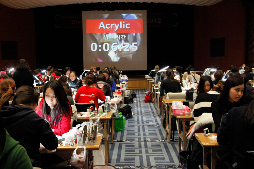<p>An additional room was used for the acrylic competition. 245 competitors for the Acrylic Sculpture competition packed the two rooms.</p>