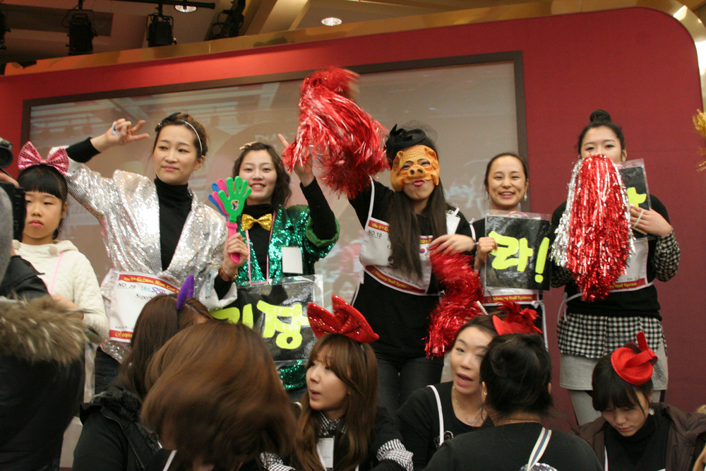 <p>Team CNA from the Choi Kyung Hee Nail Academy cheered on their fellow competitors.</p>
