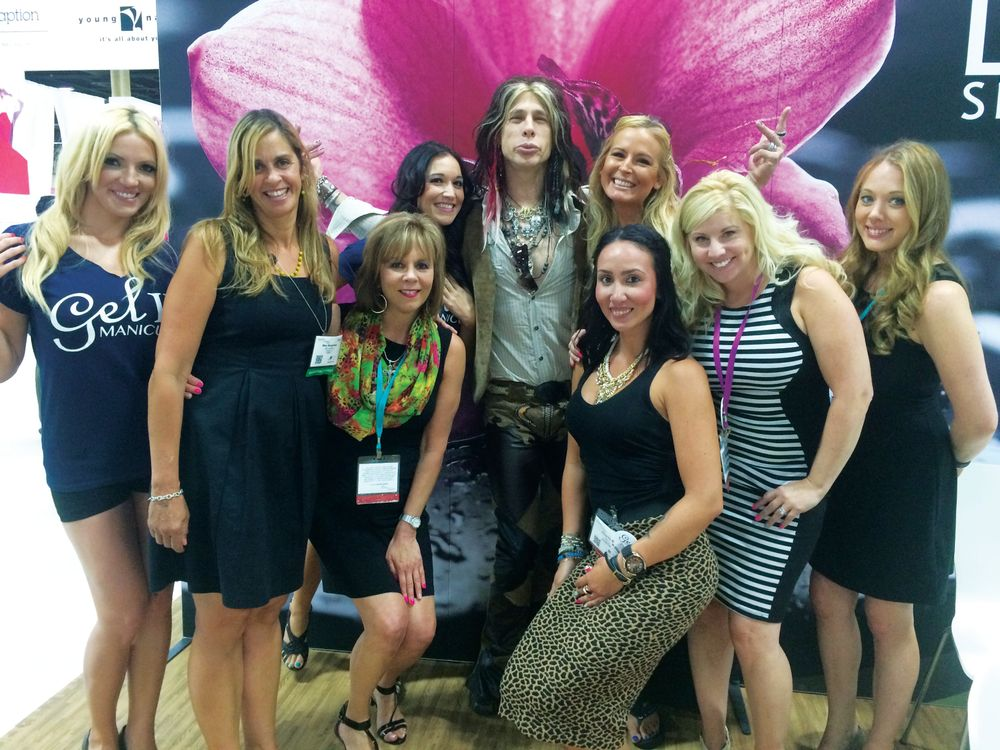 <p>Gel II persuaded Steven Tyler and Britney Spears (or at least convincing facsimiles) to pose with visitors at their booth.</p>