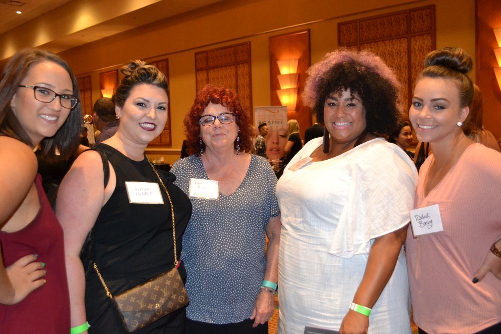 <p>Morgan Baker, Aimee Monroe, Linda Prida (Footlogix), Rebecca Mayes, Rachel Boring</p>