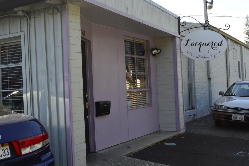 <p>Lacquered Salon in Sacramento</p>