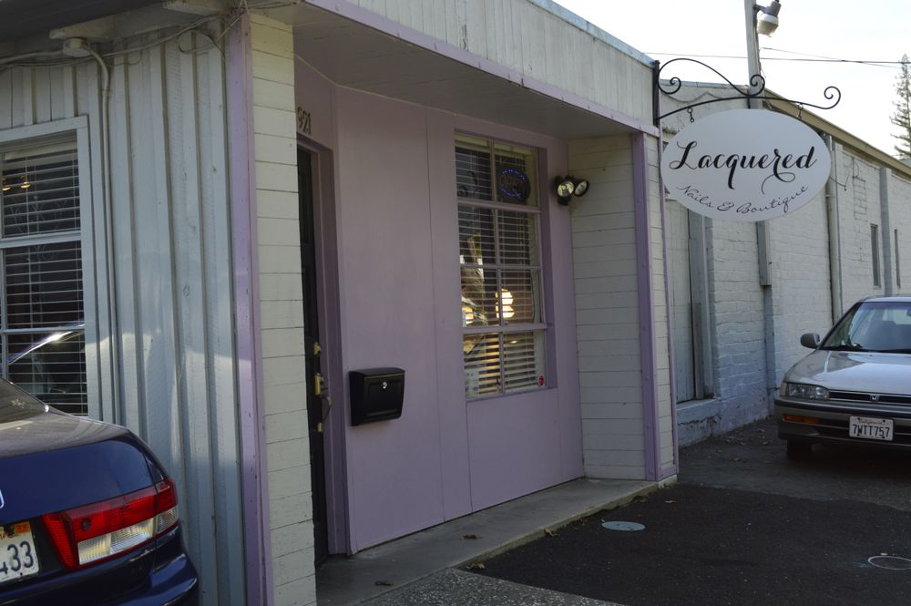 <p>Lacquered Salon in Sacramento</p>