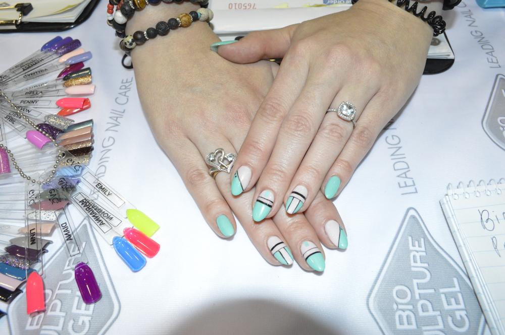 <p>Melanie Visser of Bio Sculpture wore this nail design.</p>