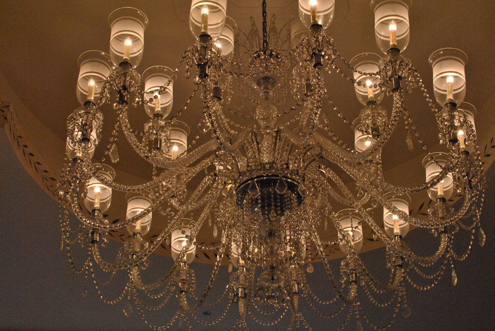 <p>Giant chandeliers flooded the ballroom with light at the Alice + Olivia show.&nbsp;</p>