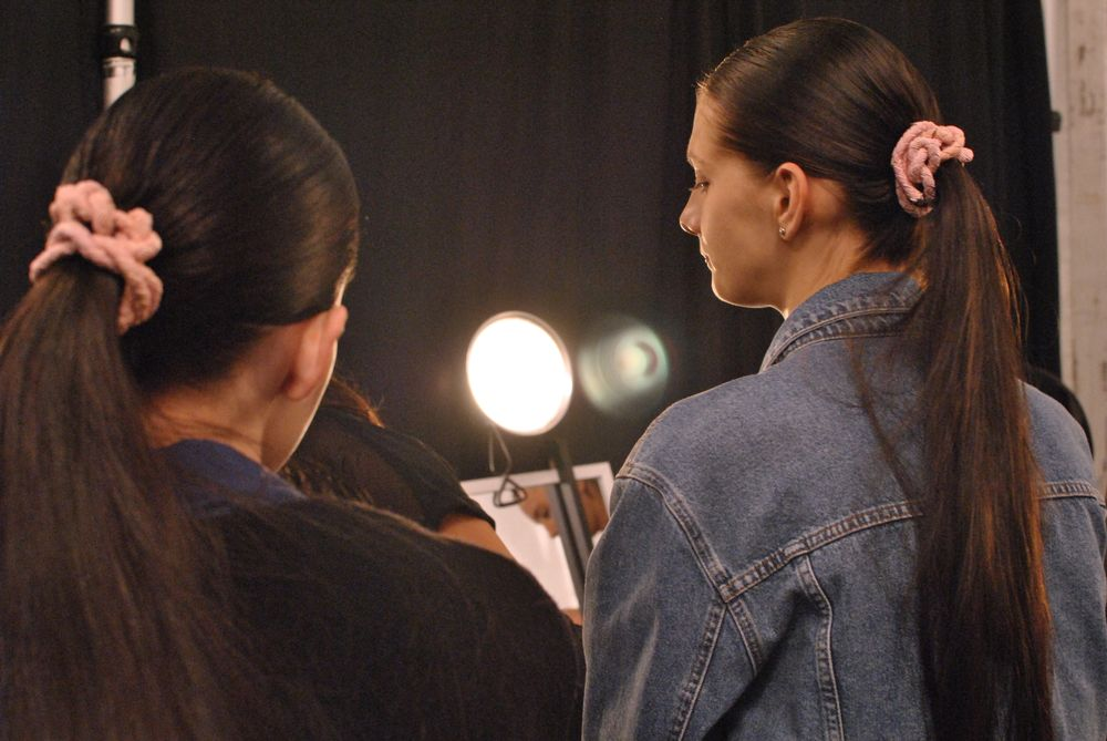 <p>The pink rope in the models' hair at Pamella Roland almost matched the nail color exactly.&nbsp;</p>
