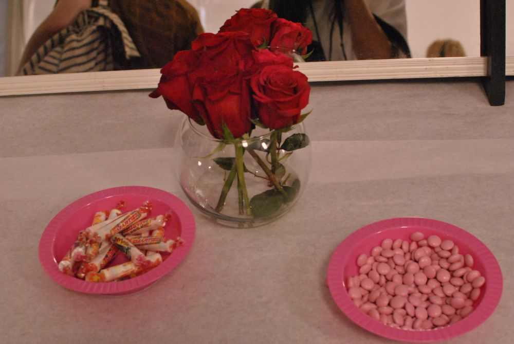 <p>Even the snacks backstage at Betsey were romantic.&nbsp;</p>