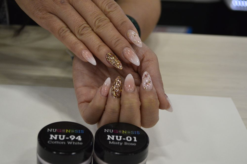 <p>Kim Pham of NuGenesis wore this nail design.</p>