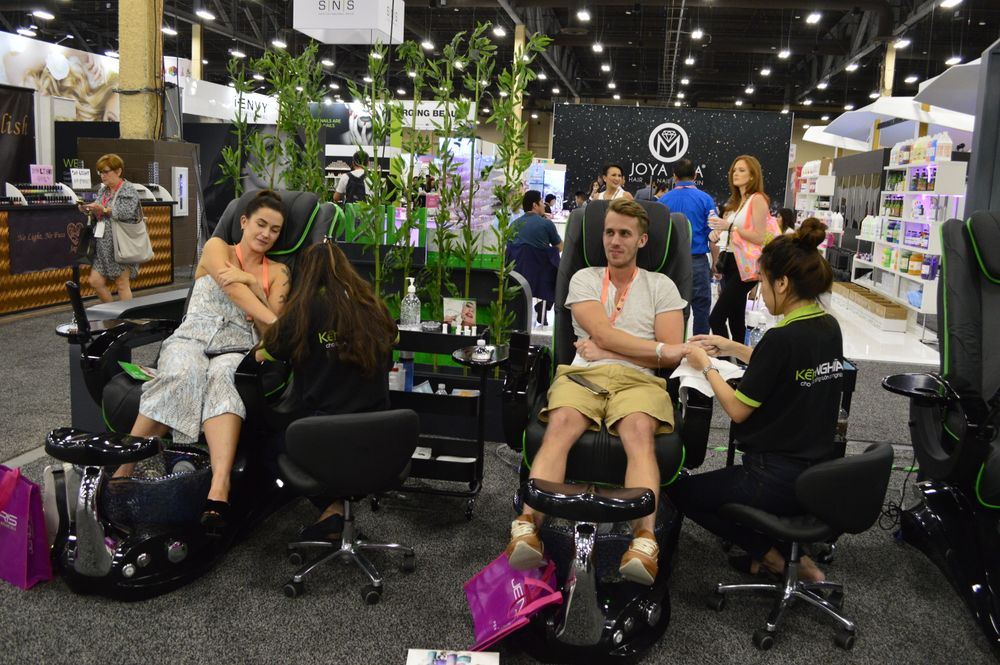 <p>Attendees received nail services at Nghia Nippers' booth.</p>